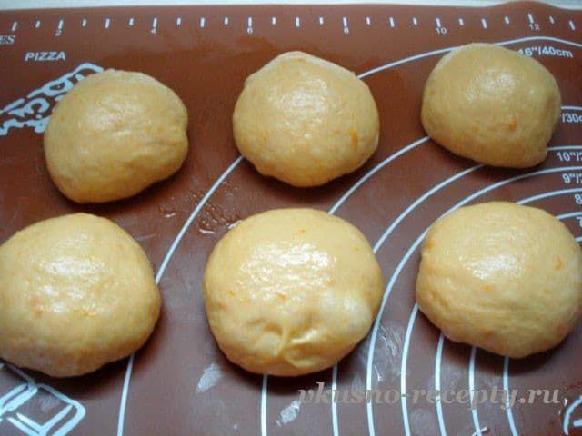 Булочки с начинкой из яблок в духовке